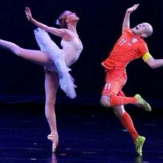 Robben performing