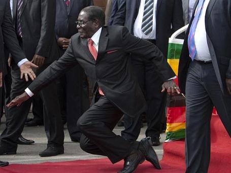 Mugabe Fall at Harare Airport